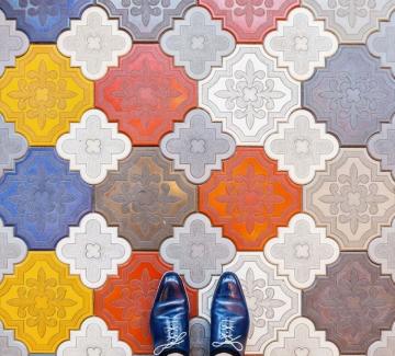 Когато сте в Барселона, гледайте в краката си