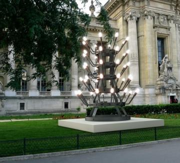 Улични светлини от България пред Grand Palais в Париж