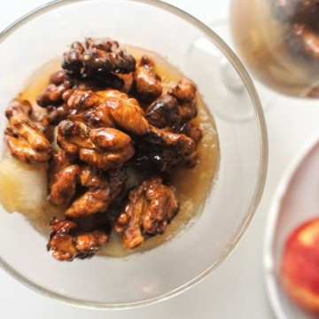 Вкусно по природа: Карамелизирани орехи с ябълков крем