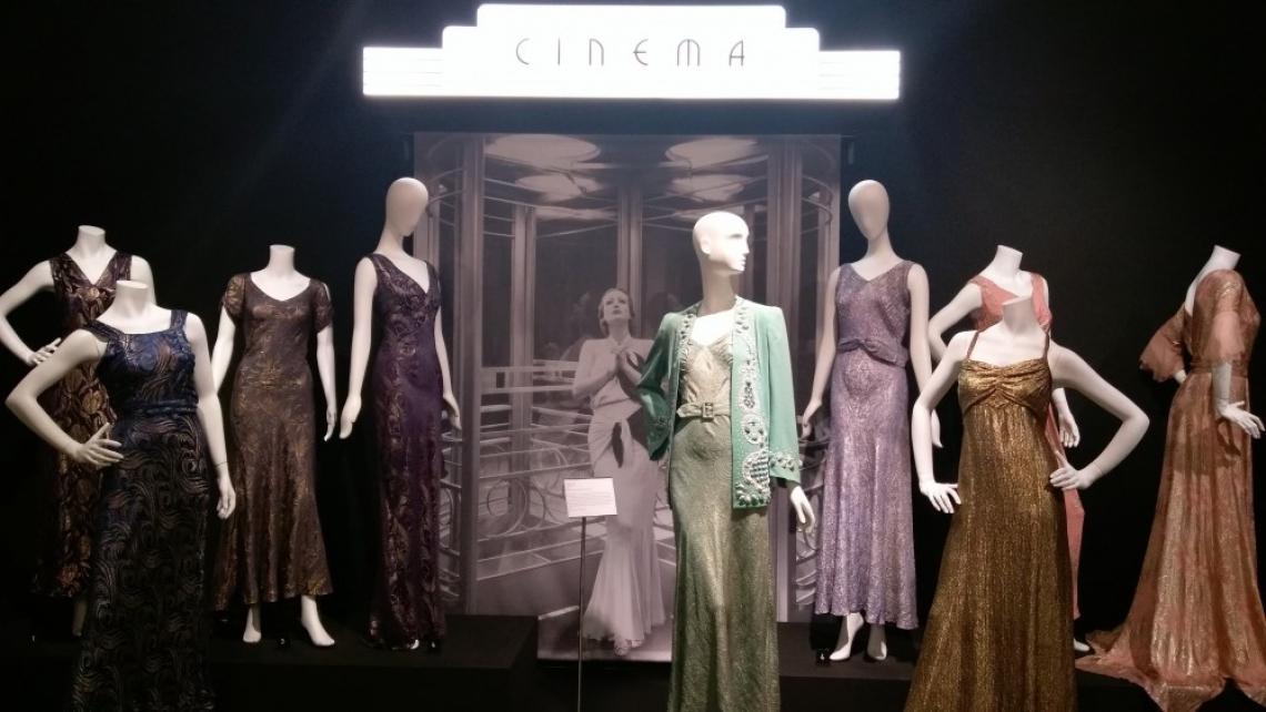 Модни списания, молове, кинозвезди – нищо ново под слънцето