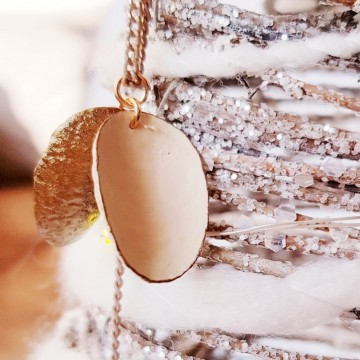 Марката, която очарова с нежни бижута от естествена коприна