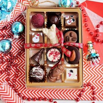Коледа с празнични сладки изкушения