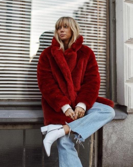 Тази седмица носим цветно палто от кожа с косъм (34 стайлинг идеи)