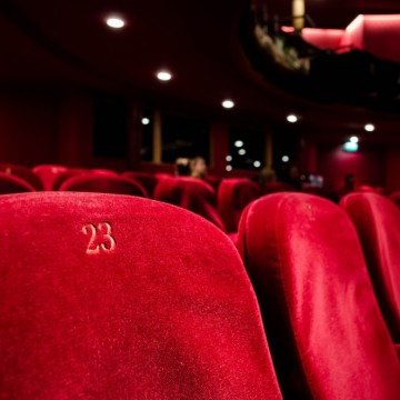 Хейтминутка: Престанете да ставате прави в театъра