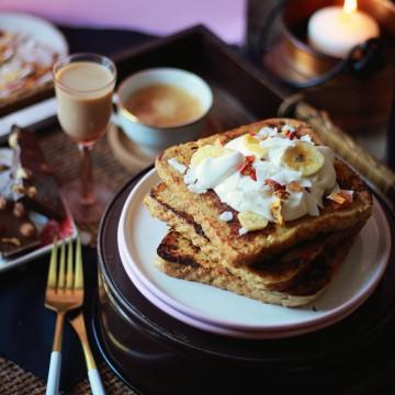 Закуска в леглото: френски тост и нежна целувка