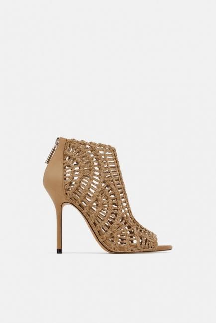 Среща на Св. Валентин? Е, време е за нови обувки!
