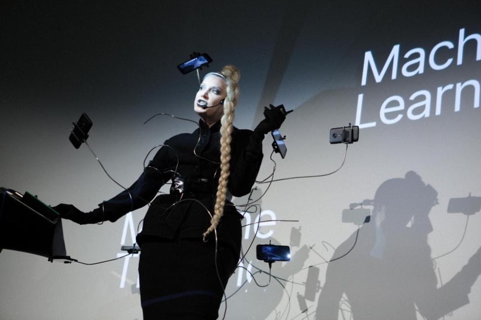 Най-нестандартната рокля по време на Парижката седмица на модата