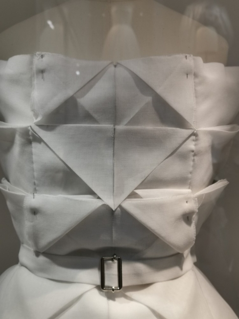 Изложбата на Dior в Лондон – маркетинг, превърнат в легенда