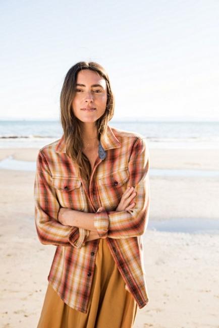 Световен шампион по сърф създаде модна колекция за жени