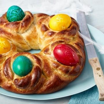 За козунака и яйцата са важни маята и боята. Но най-вече желанието!