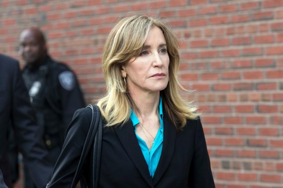 """""""Отчаяната съпруга"""" Фелисити Хъфман вероятно отива в затвора"""
