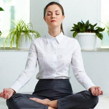 5 йога пози, достъпни от собствения ви стол