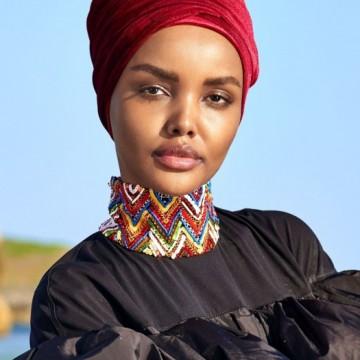 Модел с хиджаб отново украси корицата на световноизвестно списание