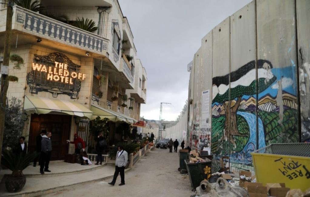 Великден в хотела на Banksy