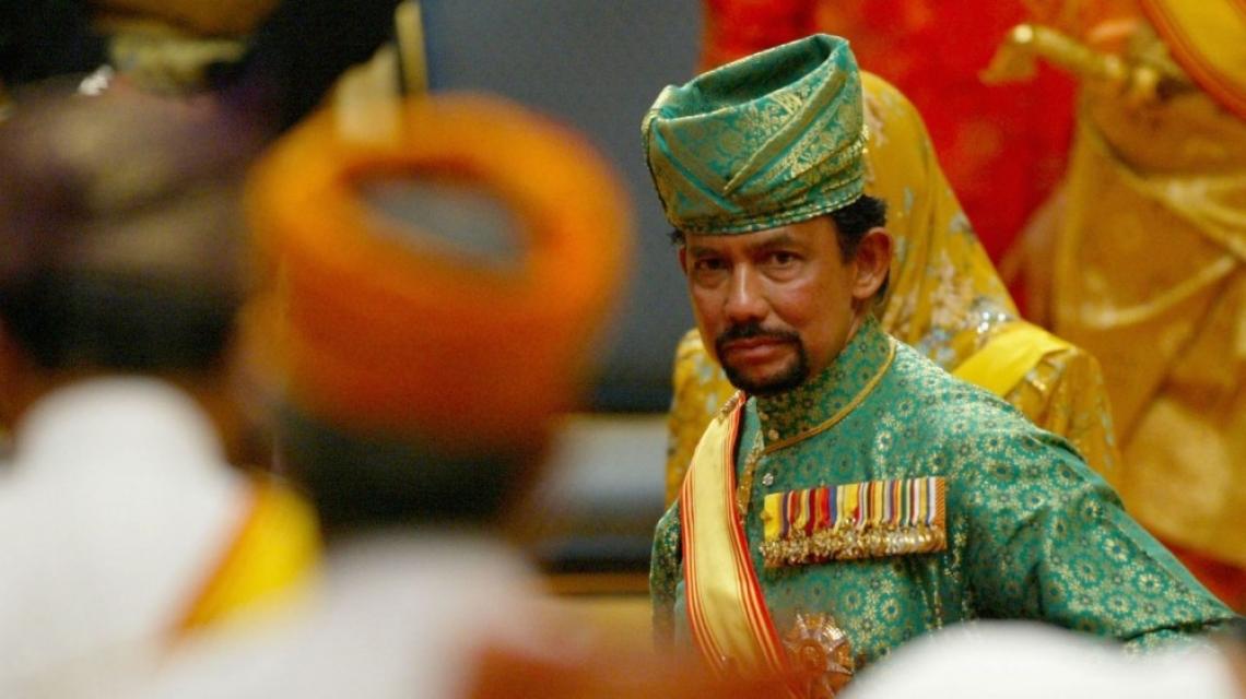 В Бруней няма да убиват гей хората с камъни