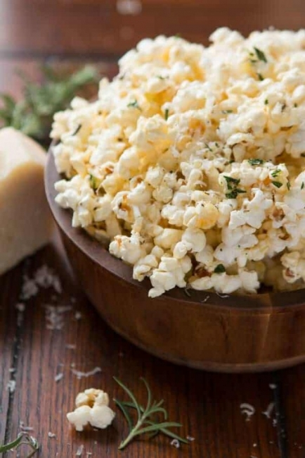 От А до Ям: Нискокалорични пуканки със сирене и розмарин
