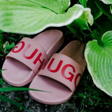 Находка на деня: Розови чехли от Hugo Boss