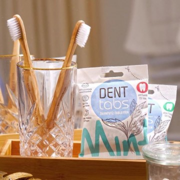 Моят бюти дневник: Защо замених обикновената четка за зъби с букова?