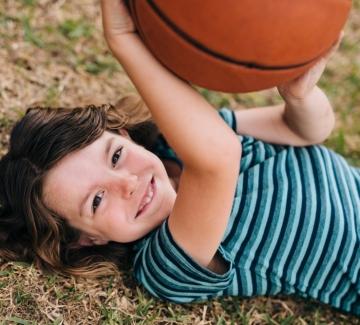 Народна топка+още 3 игри, на които да научим децата си