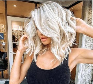Хитовият тренд в Инстаграм: сребриста коса