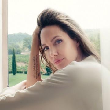 Минималистичният гардероб на Анджелина Джоли