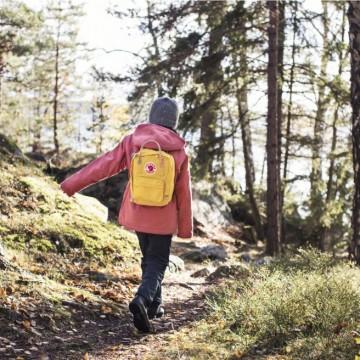 Как шведска марка решава проблема с тежките раници?
