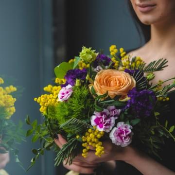 Трябва ли да лишим учителите от цветя на първия учебен ден?