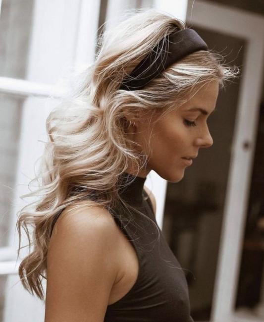 33 романтични прически за дълга коса