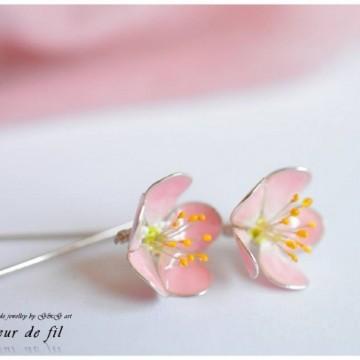 Нежните и неподправени бижута Fleur de fil