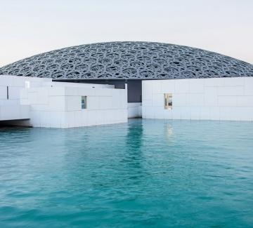 """""""Десет хиляди години лукс"""" в Лувъра в Абу Даби"""