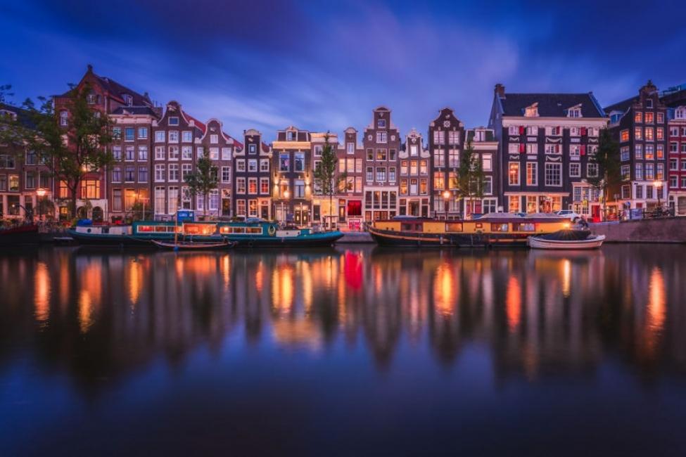 Магията на светлините в Амстердам