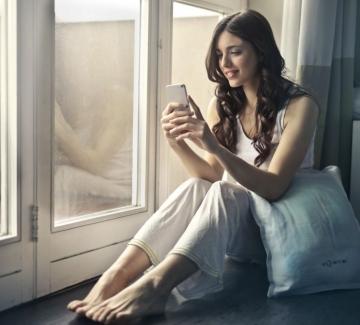Телефон все ни свързва, телефон ни дели...