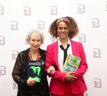 """Маргарет Атууд и Бернардин Еваристо си поделиха наградата """"Букър"""""""