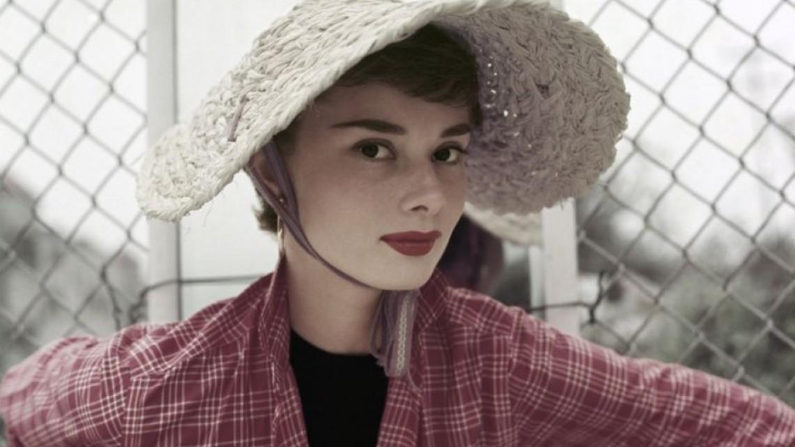 Одри Хепбърн сияе в колекция от невиждани досега снимки