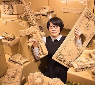 25 скулптури от опаковъчни кашони
