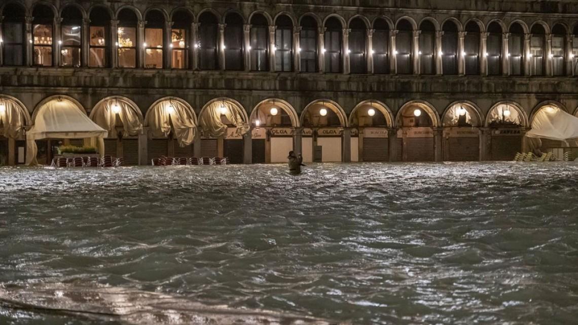 Наводнението във Венеция в 21 кадъра