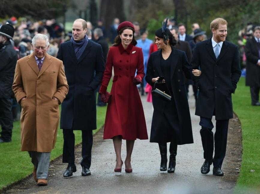 Как кралското семейство празнува Коледа?