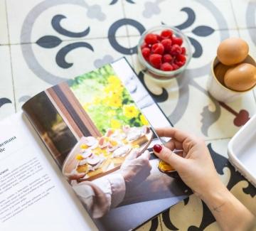 Бързо и вкусно: Реване със заквасена сметана и плодове
