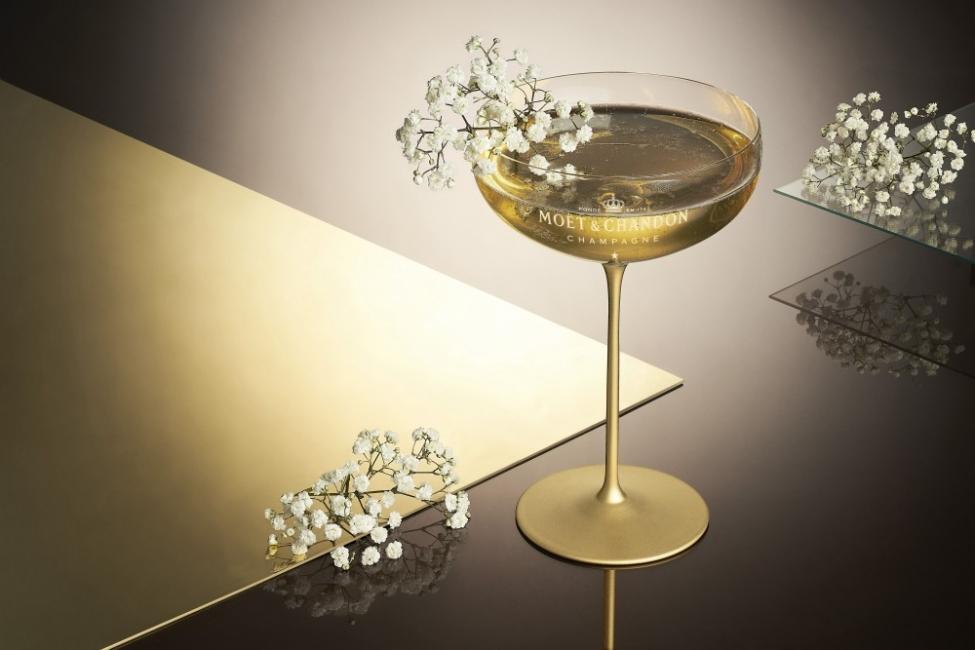 Една чаша шампанско, моля!