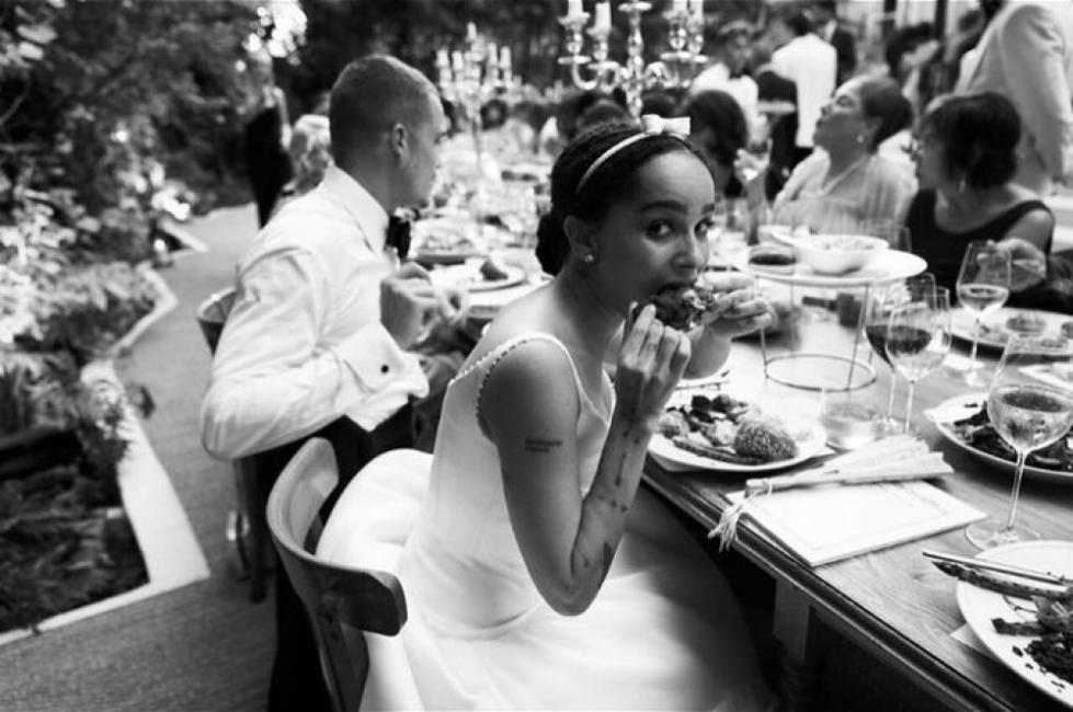 Зоуи Кравиц най-после показа снимки от сватбата си в Париж