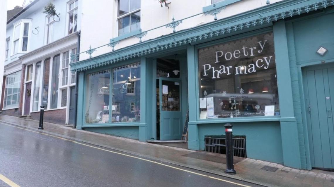 """""""Аптека"""" с поезия: стихотворения вместо лекарства"""