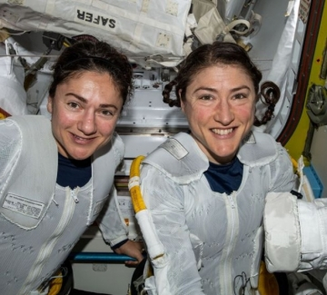 Екипът от жени астронавтки пише история в космоса