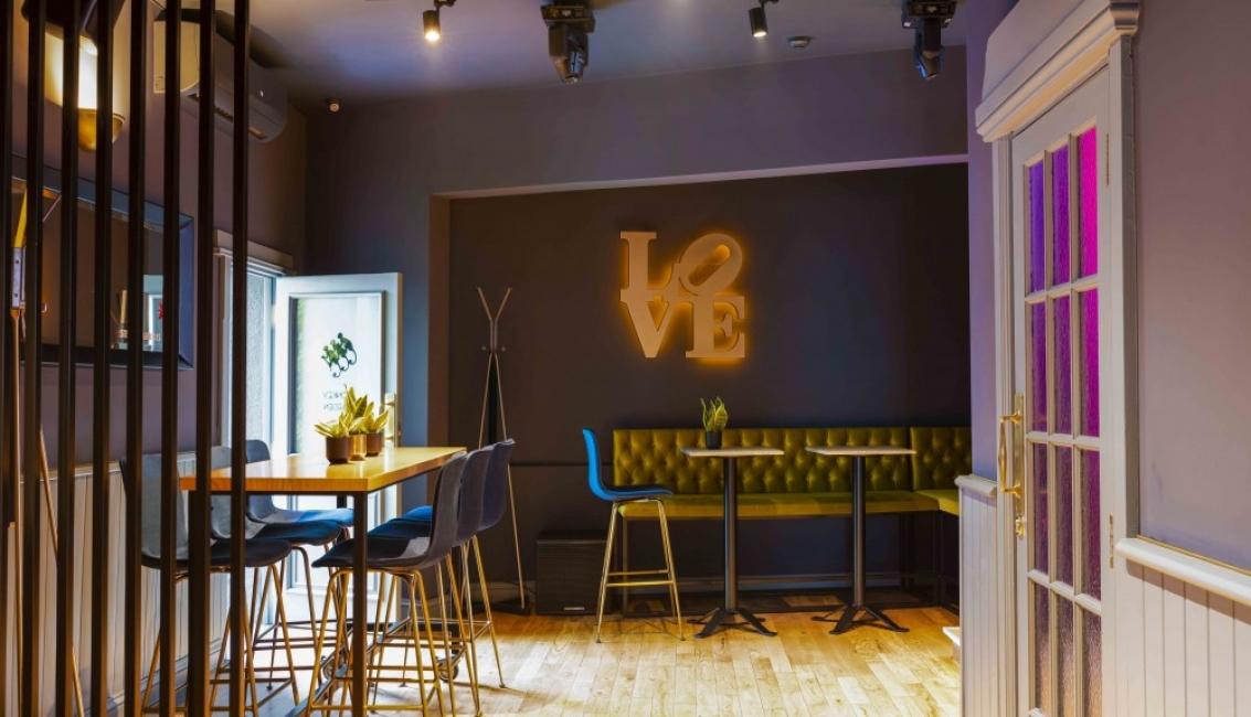 The Embassy Bar & Suites: мястото, на което преминаваме от брънча към коктейлите