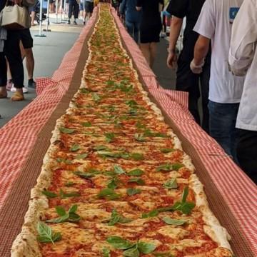 Австралия събира пари за борба с пожарите с помощта на... гигантска пица