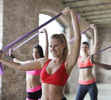 """Какво значат """"изолиращите движения"""" във фитнеса и как ни помагат?"""