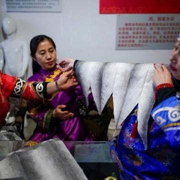 Как се шият дрехи от кожа на риба?