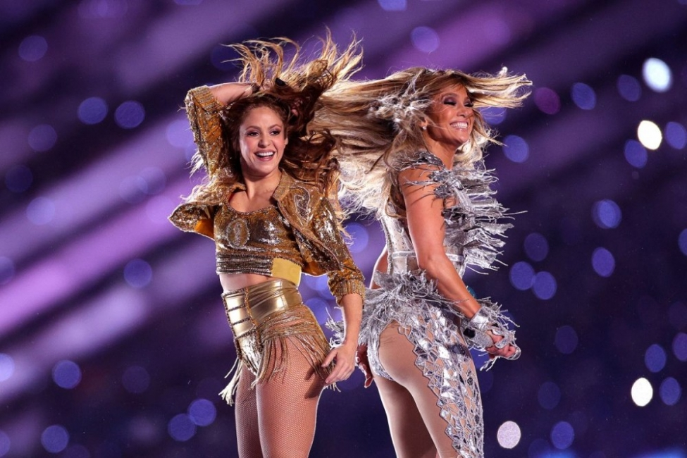 Имаше ли политически послания в шоуто на Шакира и Джей Ло?