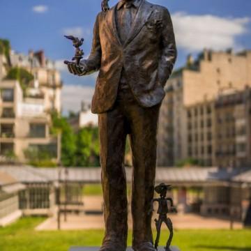 Париж вече си има паметник на Рене Госини