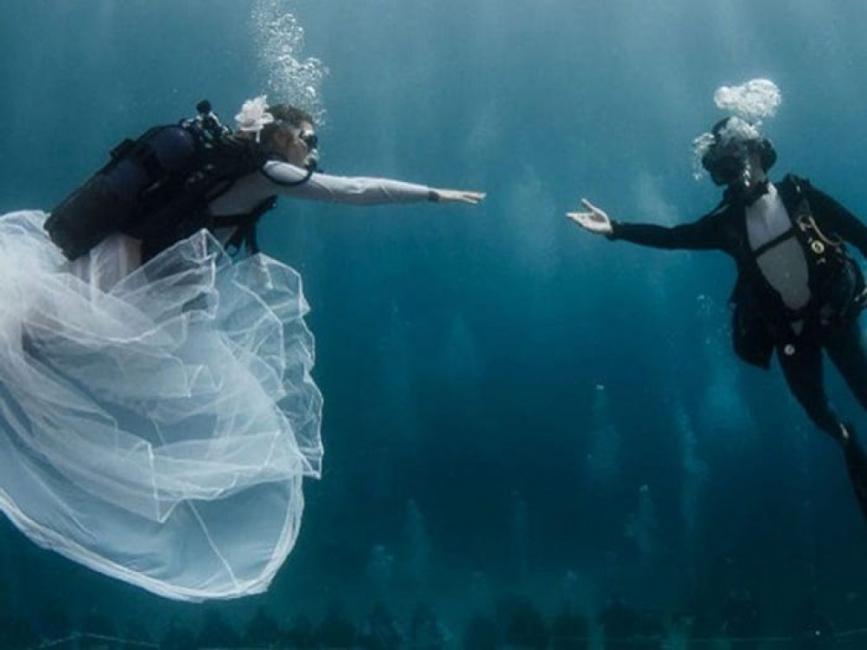15 спиращи дъха сватбени снимки, направени под вода