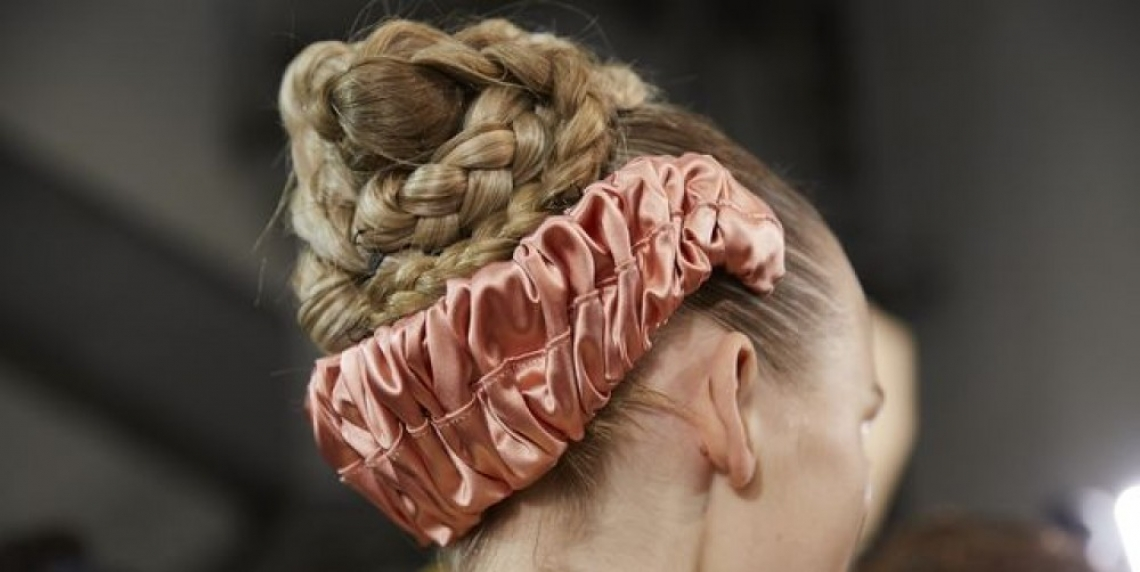 Fendi показа нов начин да носим диадема